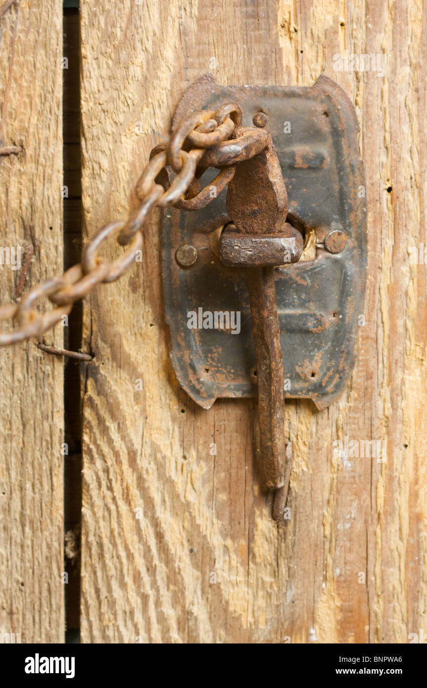 Antique Rusty Barn Door Latch and Chain - Antique Rusty Barn Door Latch And Chain Stock Photo: 30620974 - Alamy