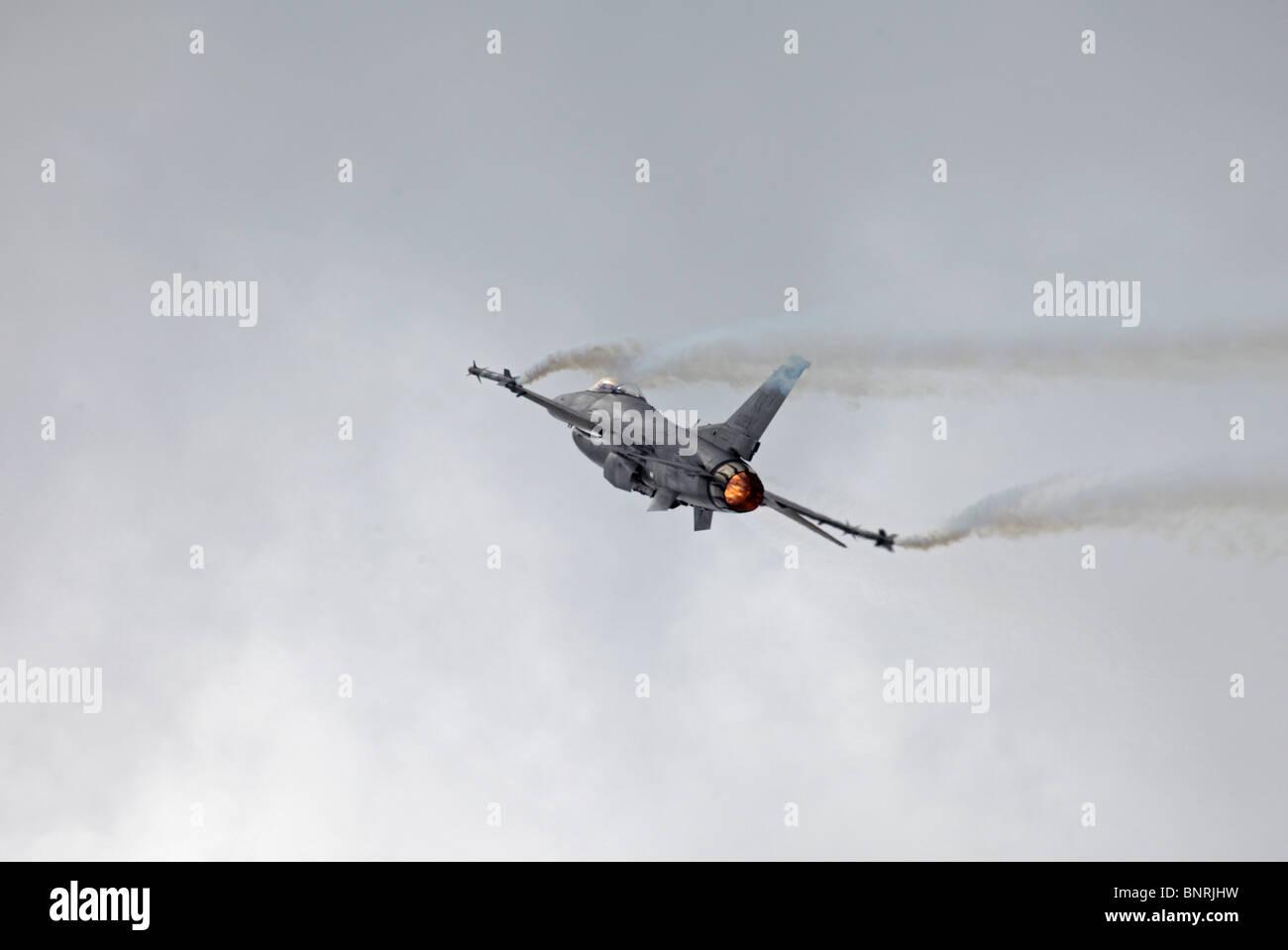 Farnborough Lockheed Martin F-16C Fighting Falcon re-heat - Stock Image