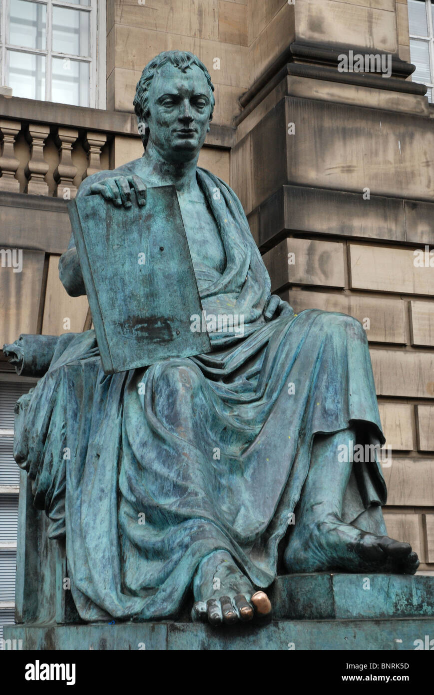 Statue of the philosopher and historian David Hume by sculptor Sandy Stoddart on Edinburgh's Royal Mile. - Stock Image