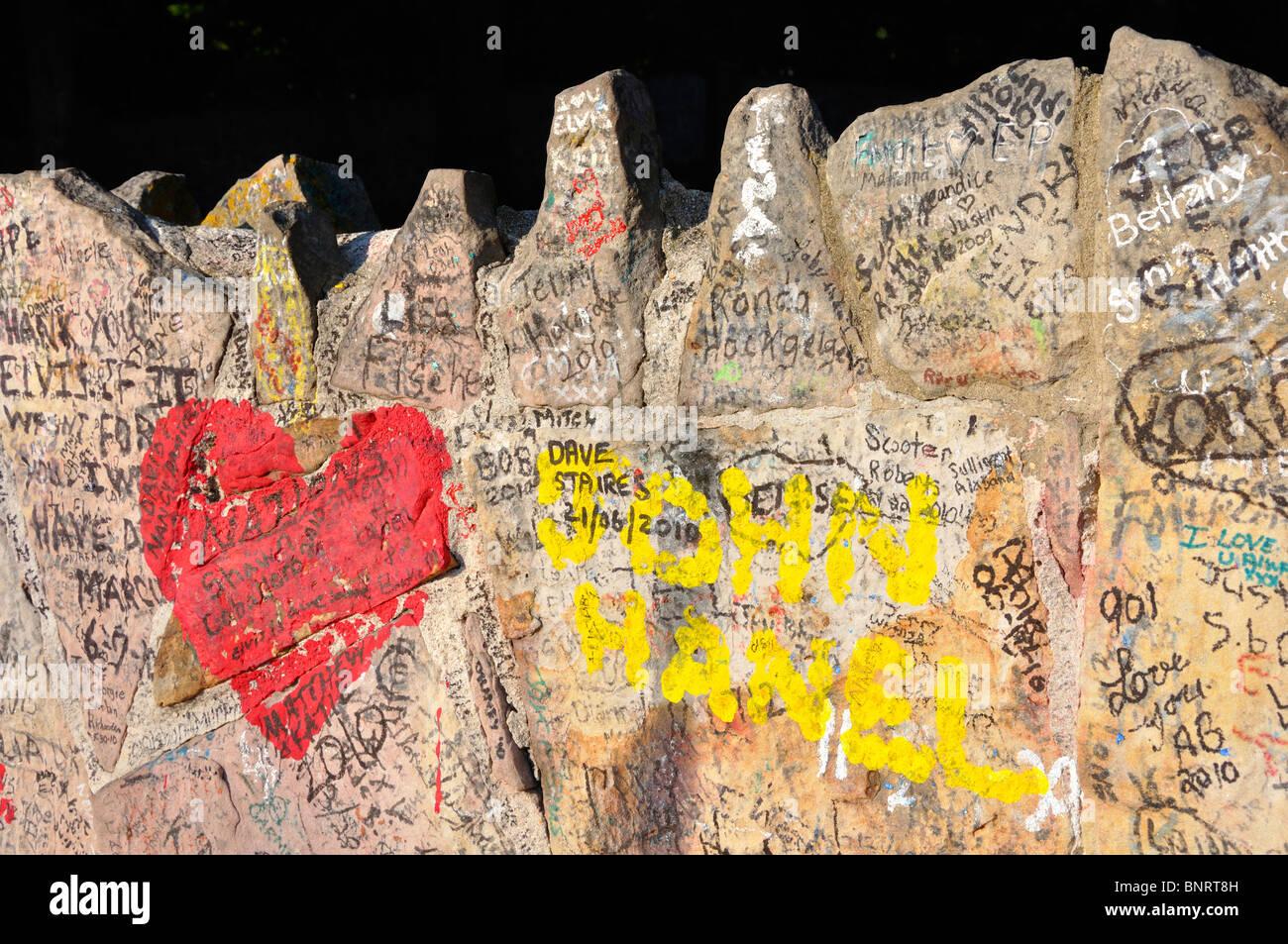 Wall Fans Writings Elvis Presley Stock Photos & Wall Fans Writings ...