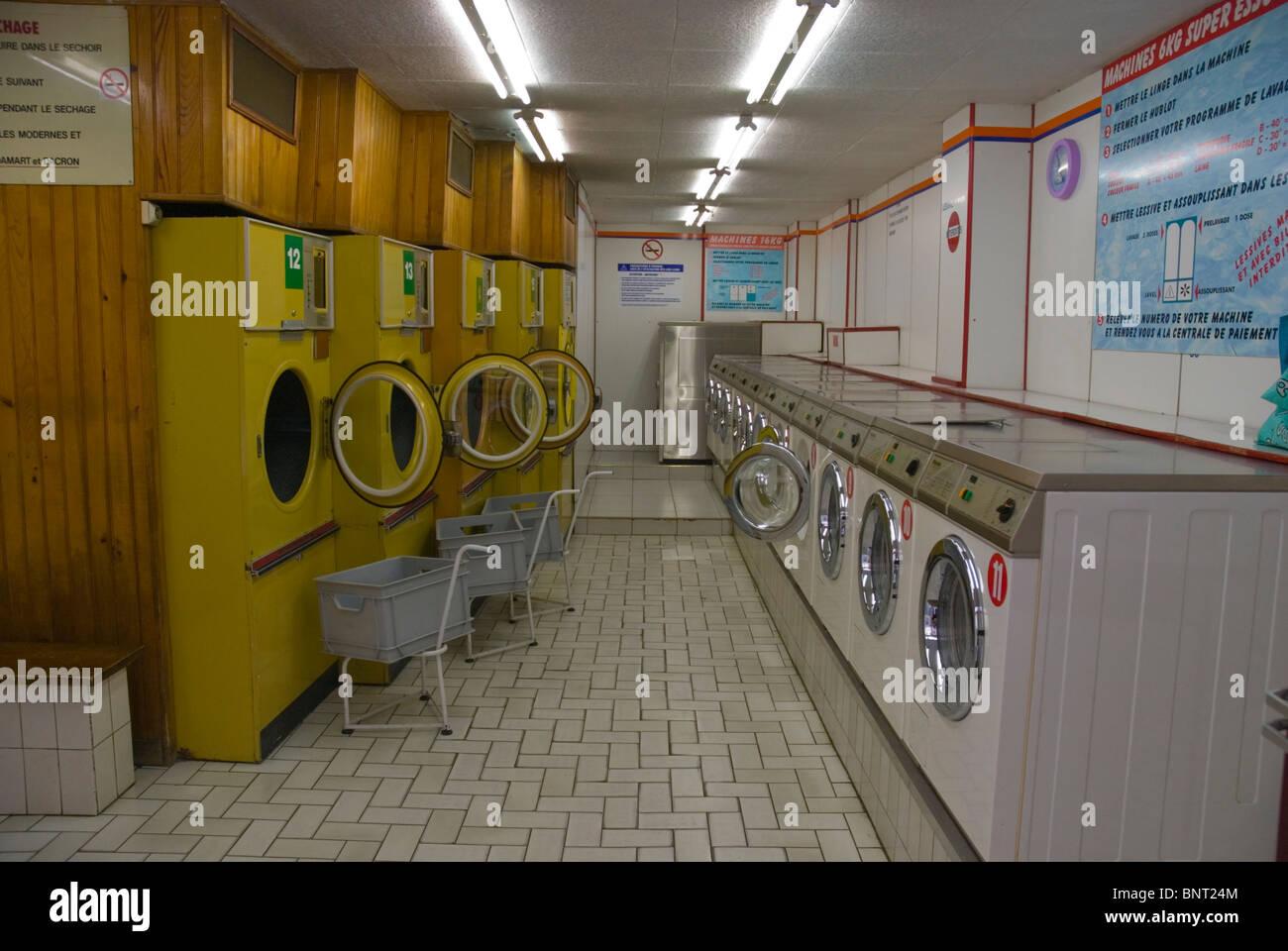 Self-service laundrette in Le Marais district central Paris France Europe - Stock Image