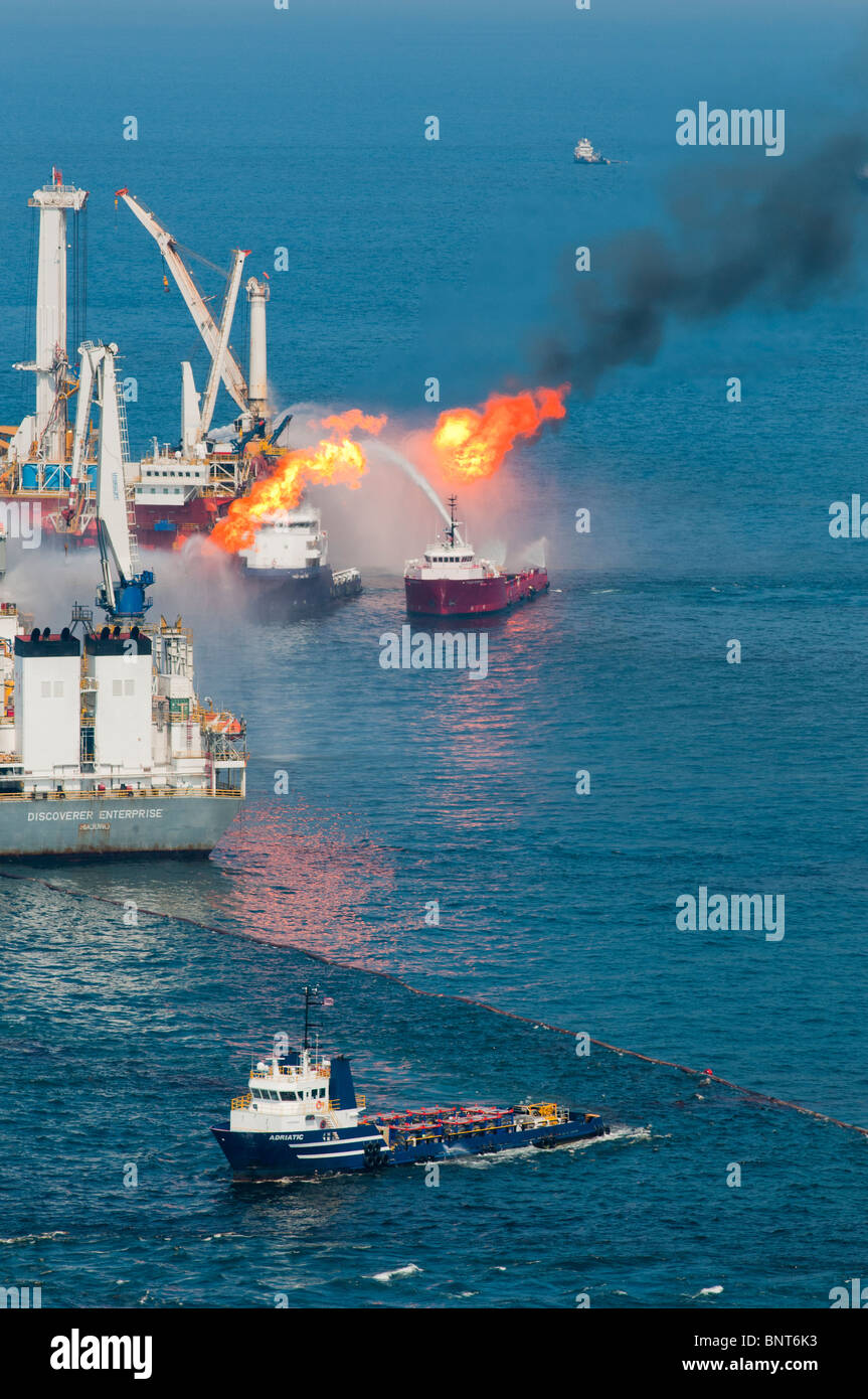 Discoverer Enterprise drillship and Helix Q4000 at the MC252 (Mississippi Canyon Block 252) site, Gulf of Mexico, - Stock Image