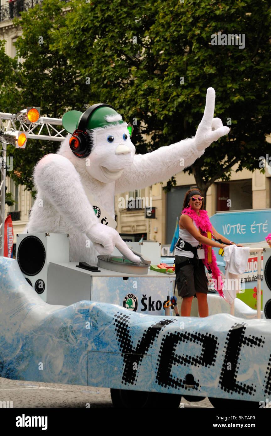 Skoda Yeti, Tour de France publicity caravan cavalcade, Champs Élysées, Paris - Stock Image