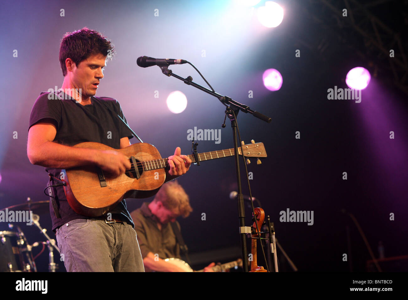 The Cambridge Folk Festival at Cherry Hinton Hall, Cambridge,August 1st 2010.Picture shows Seth Lakeman performing. - Stock Image