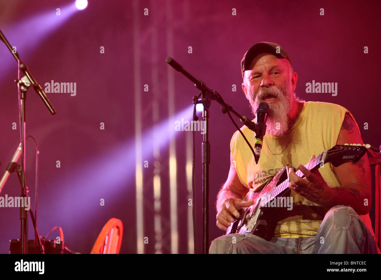 The Cambridge Folk Festival at Cherry Hinton Hall, Cambridge,August 1st 2010.Picture shows Seasick Steve  performing. - Stock Image