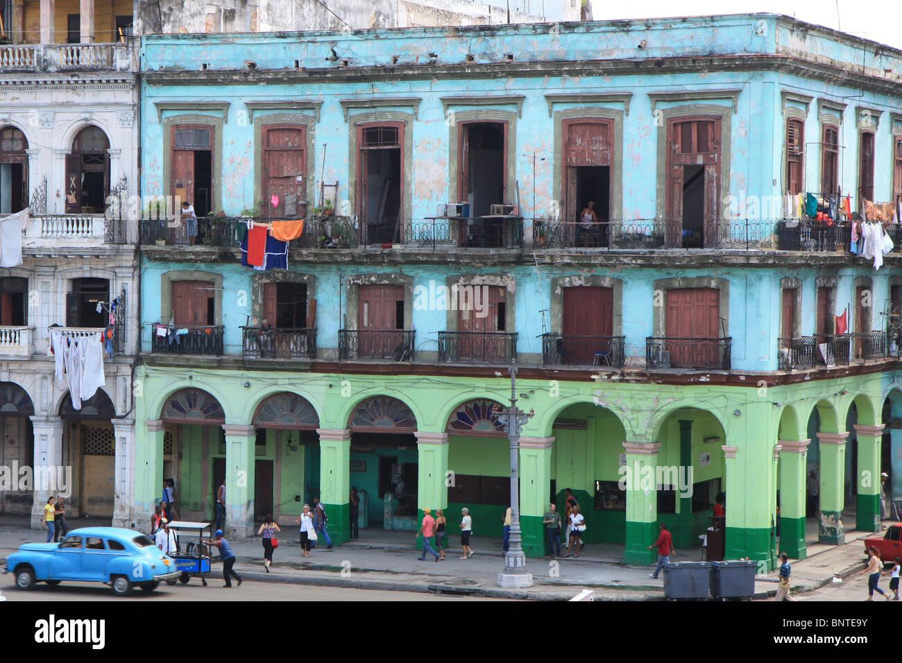 Decrepit colonial-style building, La Havana, Cuba - Stock Image