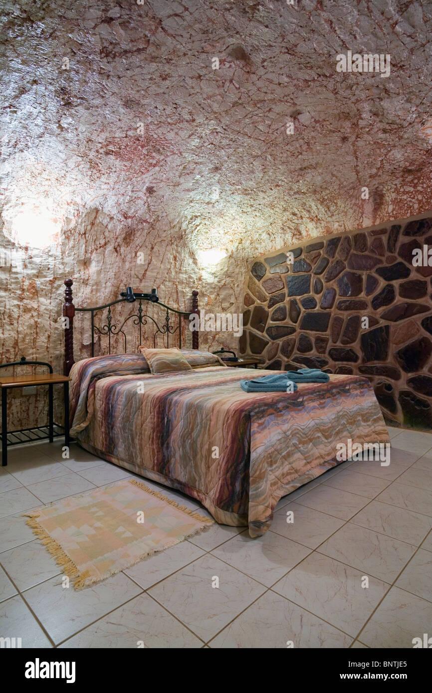 Underground room at Radeka's Downunder Dugout Motel - Coober Pedy, South Australia, AUSTRALIA. - Stock Image