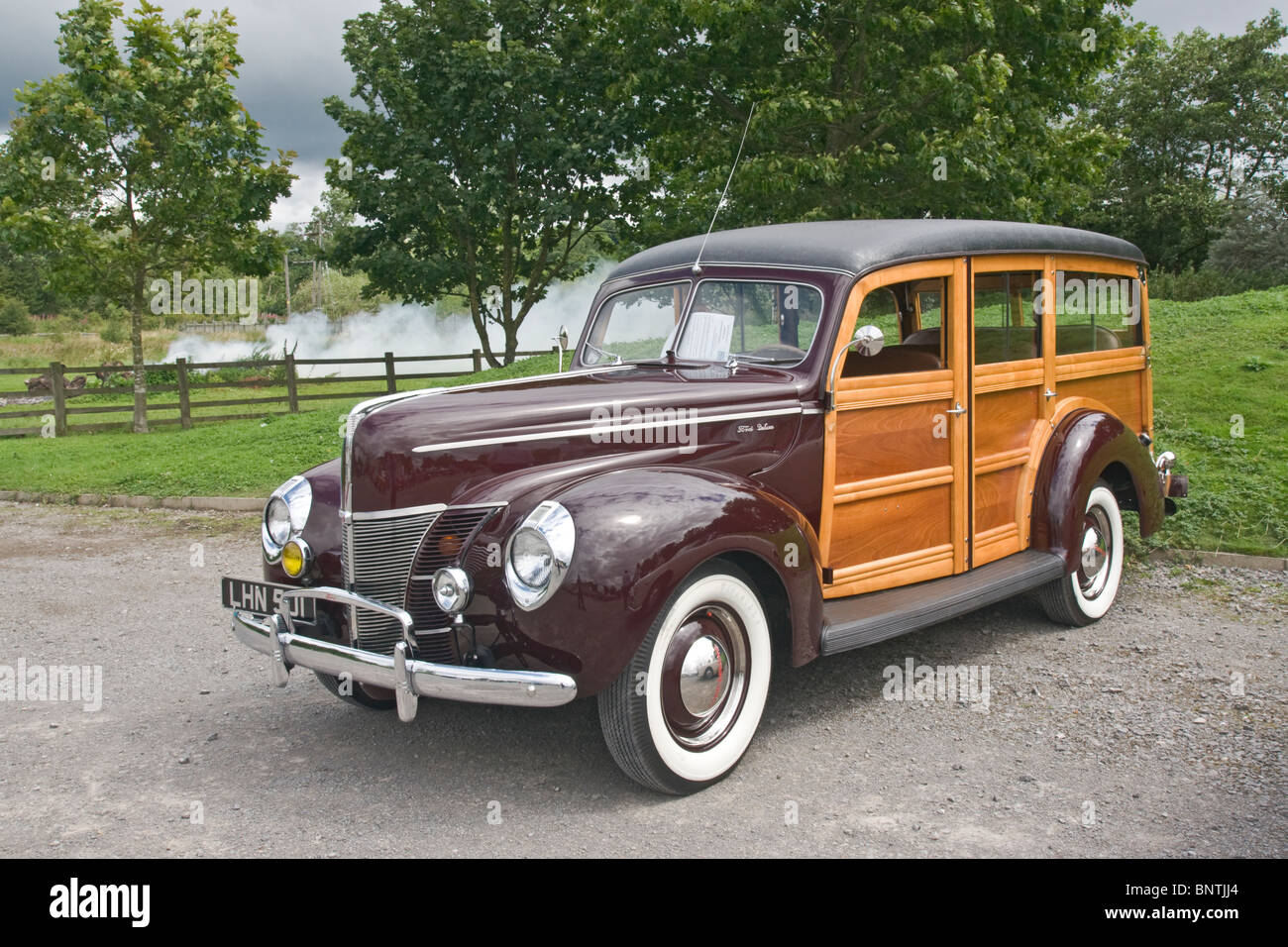 Old American Station Wagon Stock Photos & Old American Station Wagon ...