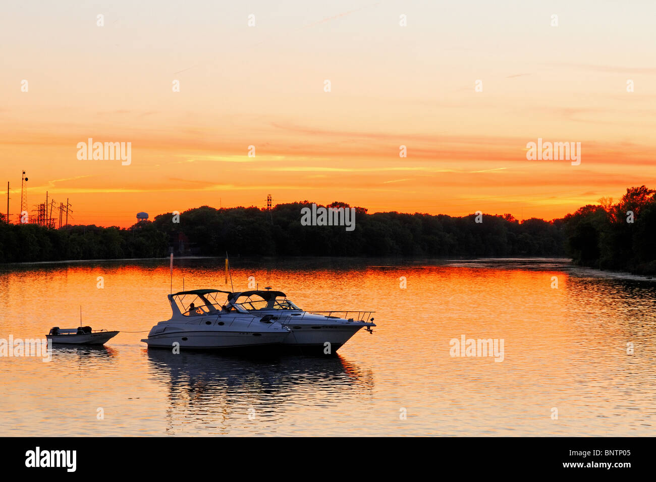 Boaters on the Mississippi during sunset - Stock Image
