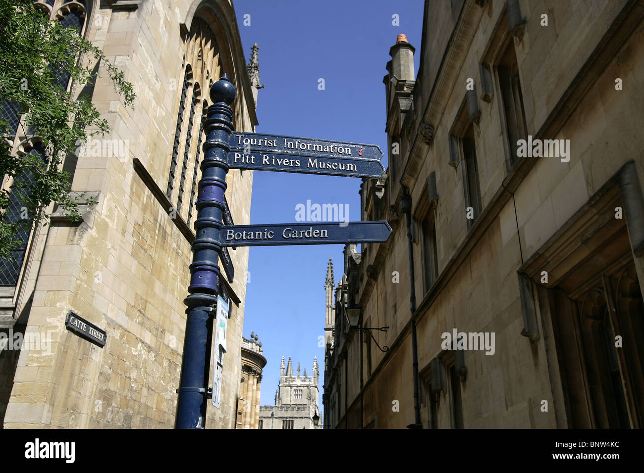 Finger signpost in Oxford City showing directions to the Pitt Rivers Museum, Botanic Gardens and the Tourist Information - Stock Image