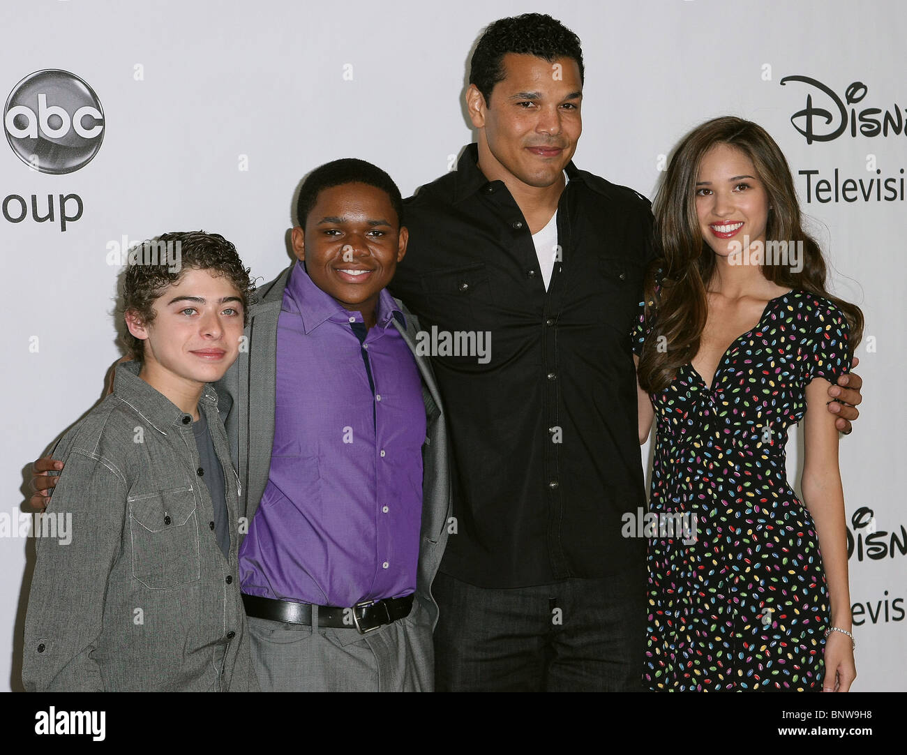 Geno Segers And Kelsey Chow High Resolution Stock Photography And Images Alamy Geno segers, who plays chayton littlestone on banshee, will be in the next teen wolf episode. https www alamy com stock photo ryan ochoa doc shaw geno segers kelsey chow disney abc television 30674484 html