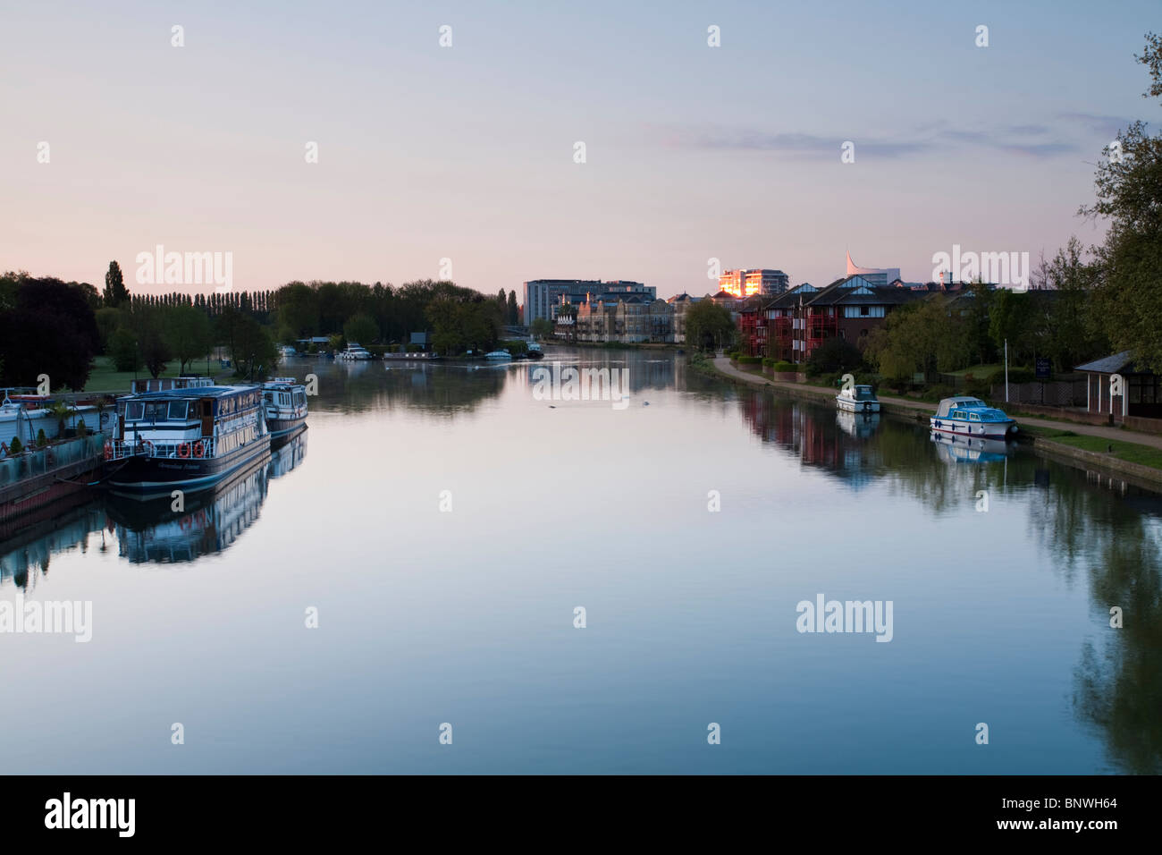 Dawn over the River Thames from Caversham Bridge, Reading, Berkshire, Uk - Stock Image