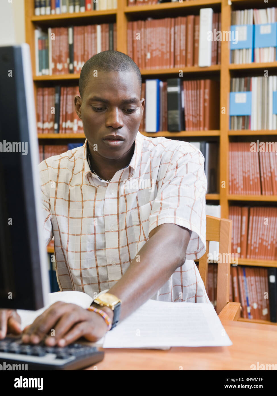College student working in library - Stock Image