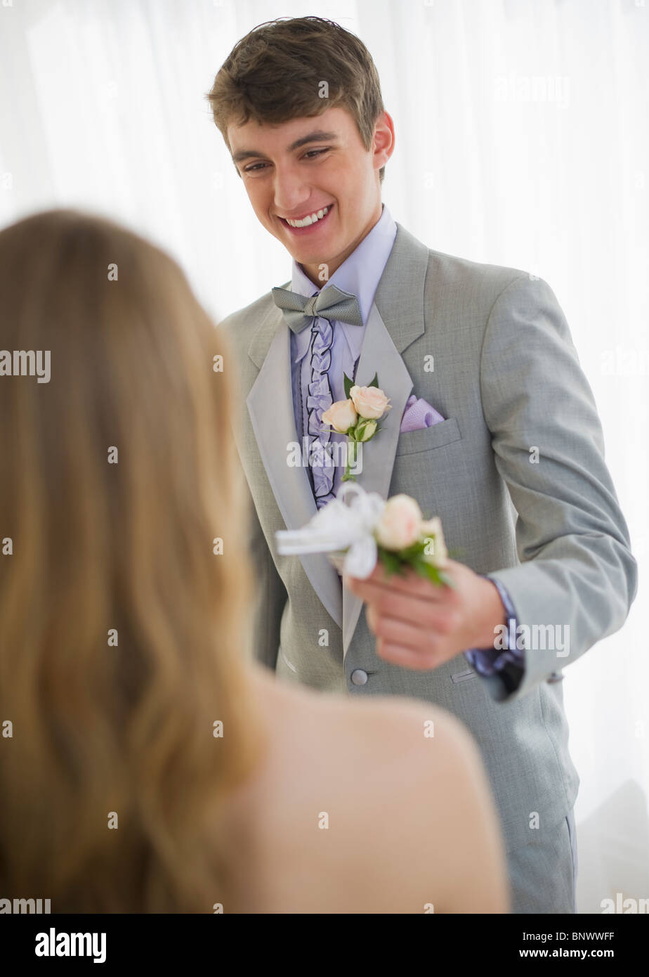 Man giving corsage to woman - Stock Image
