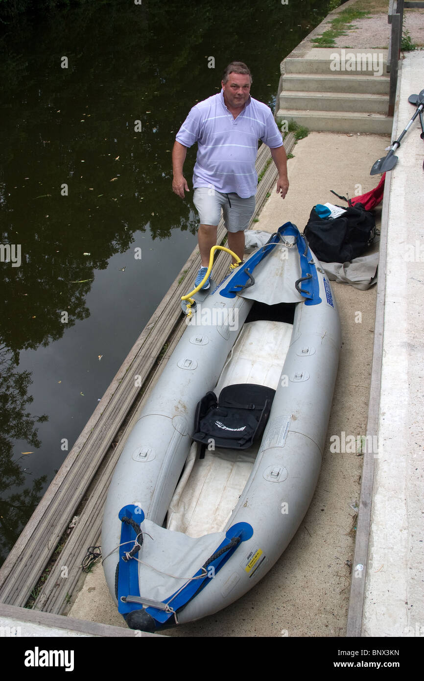 canoe canoeist inflatable portage river inflating - Stock Image
