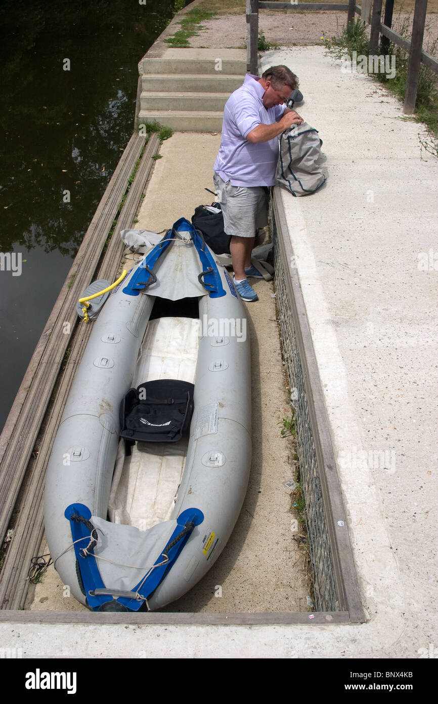 canoe canoeist inflatable portage river looking - Stock Image