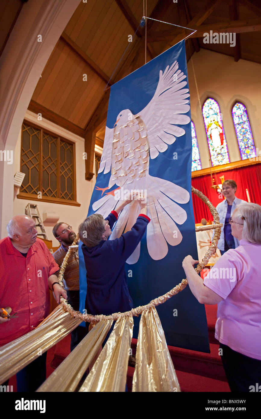 Ferndale, Michigan - Zion Lutheran Church's Liturgical Arts Committee installs banners for Pentacost in the - Stock Image