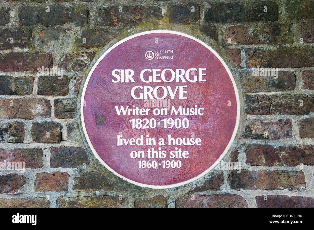 Plaque commemorating Sir George Grove, author of the 'Dictionary of Music and Musicians', in Sydenham Road, - Stock Image