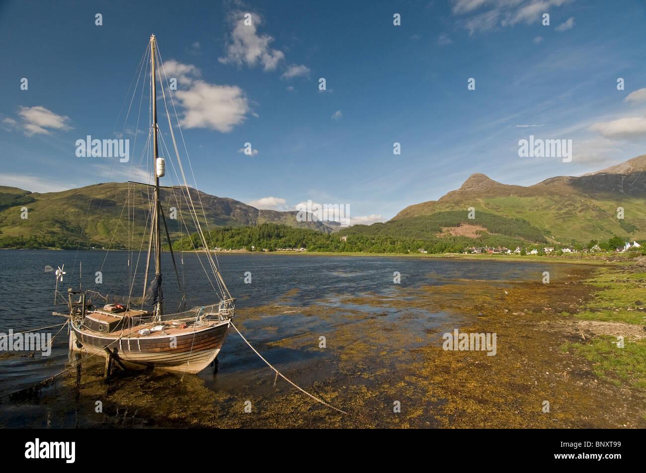 Yacht on Loch Leven, Ballachulish, Glencoe,  Inverness-shire, Highland Region. Scotland.  SCO 6218 - Stock Image