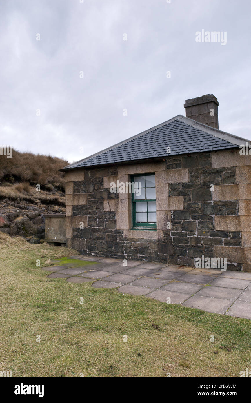 The admissions hut close to the lighthouse, Ardnamurchan Point, Scotland, UK - Stock Image