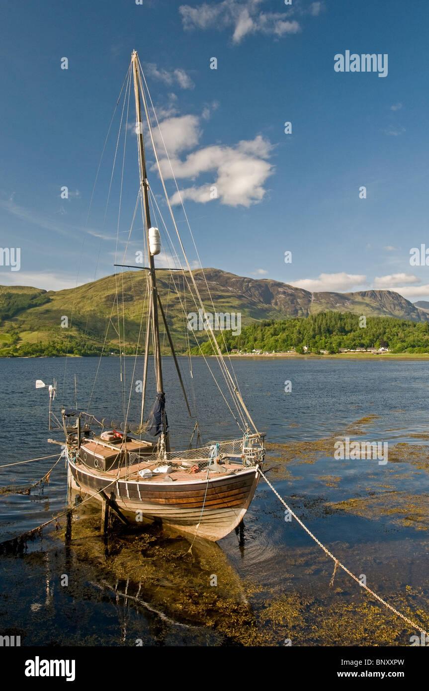 Yacht on Loch Leven, Ballachulish, Glencoe,  Inverness-shire, Highland Region. Scotland.  SCO 6219 - Stock Image