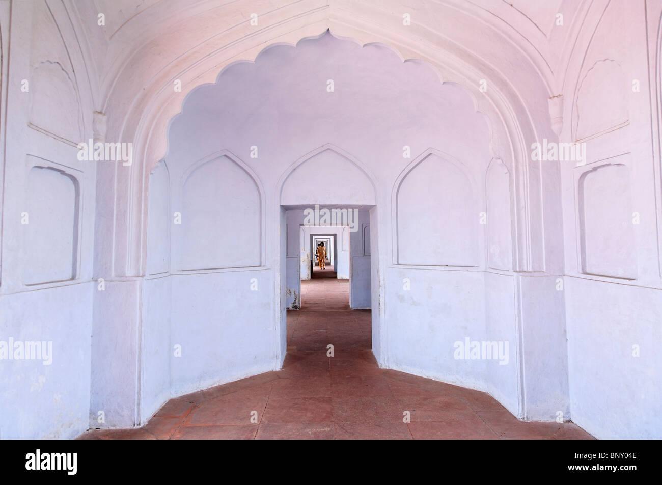 Pakistan - Punjab - Lahore - Corridor at the Badshahi mosque - Stock Image
