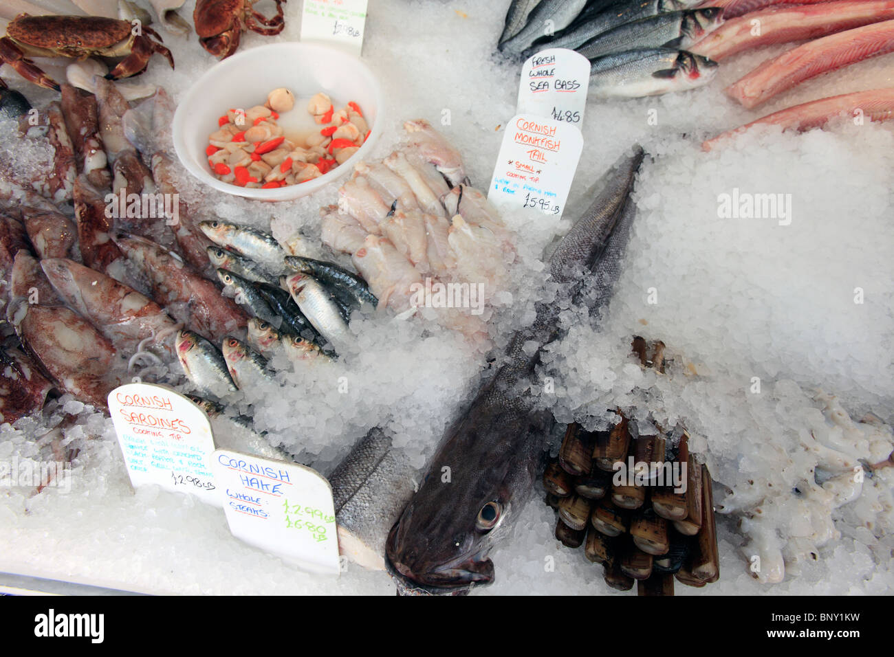 united kingdom littlehampton a wet fish display in a fishmongers stall - Stock Image