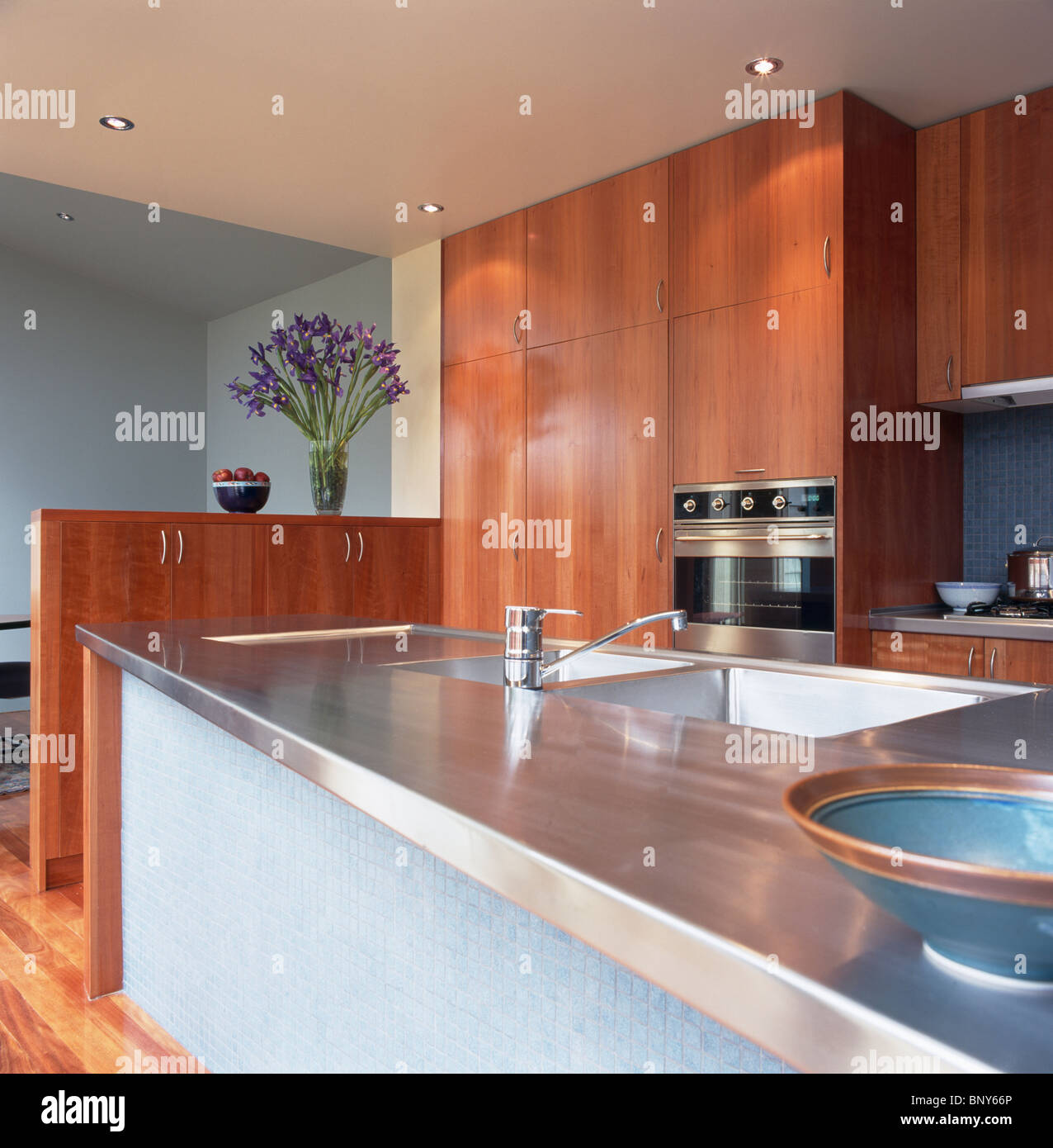 Charmant Stainless Steel Worktop On Island Unit With Sink In Pale ...