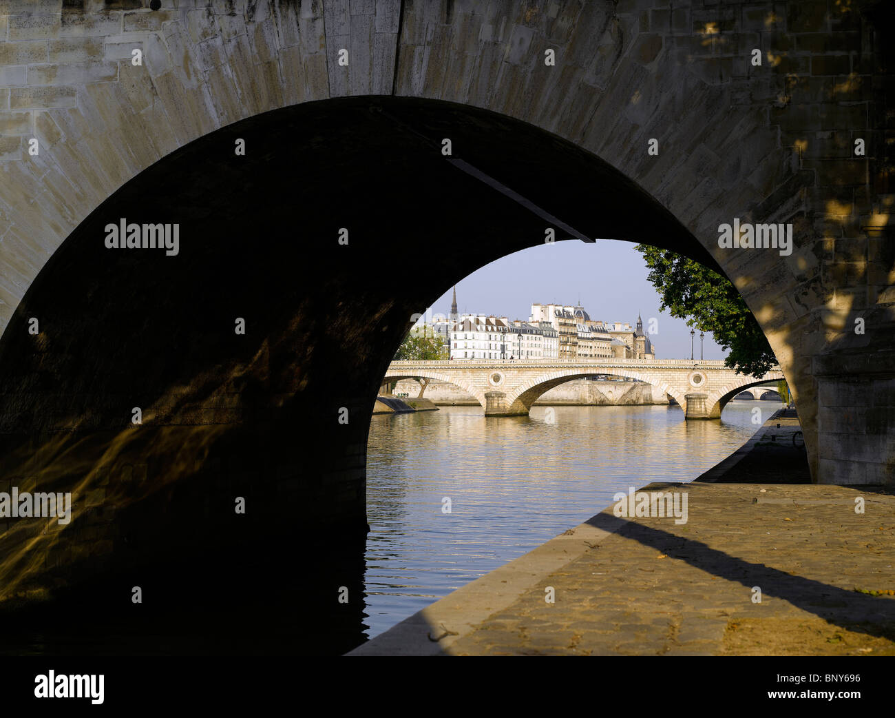 France, Paris: View of Pont Louis Philippe from Pont Marie - Stock Image