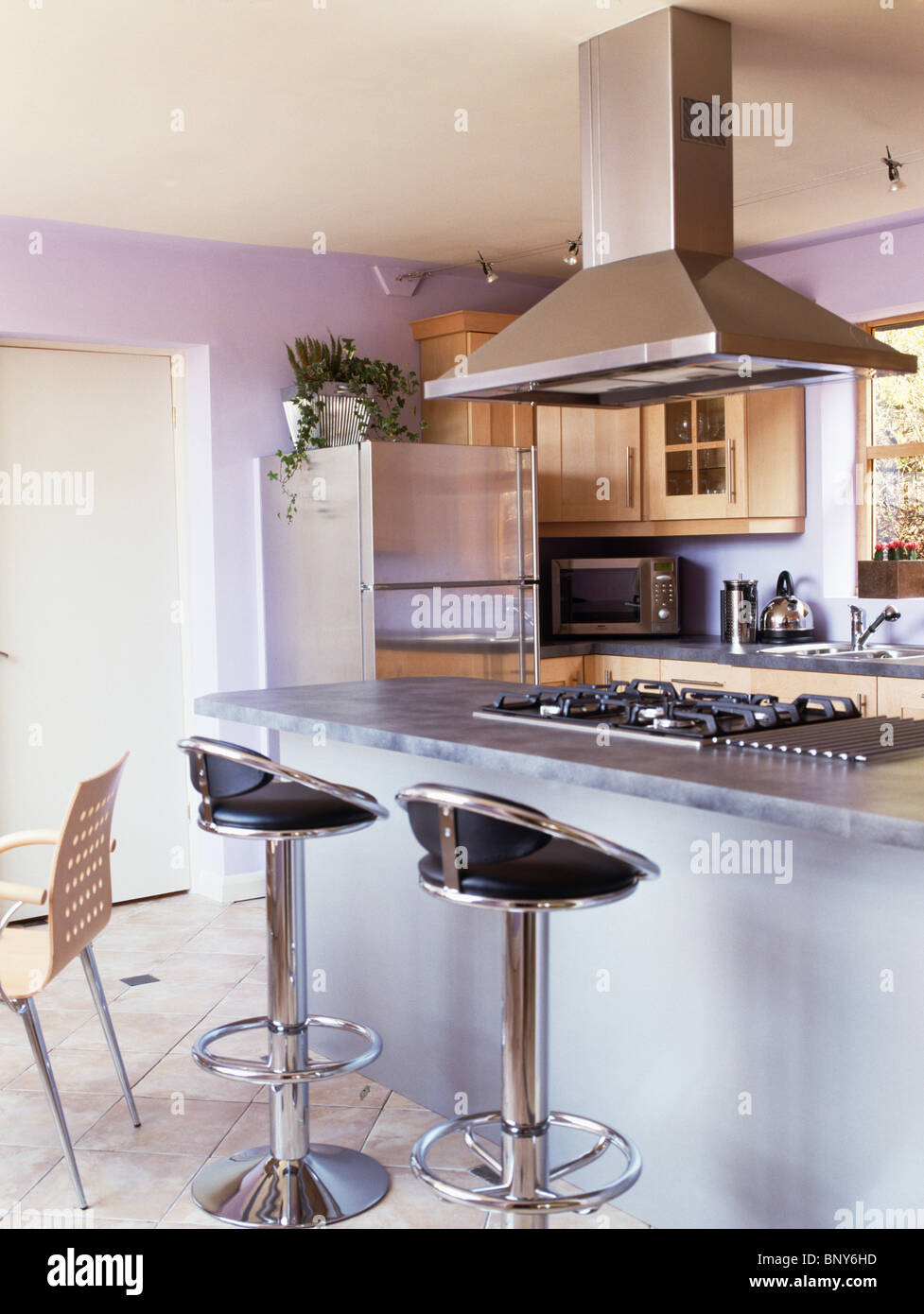 chrome and black leather stools at breakfast bar on island unit with