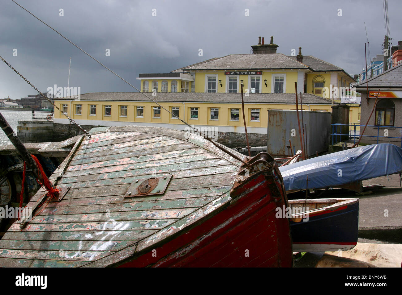 Ireland, Co Cork, Cobh, Titanic Bar & Restaurant in former White Star Line offices - Stock Image