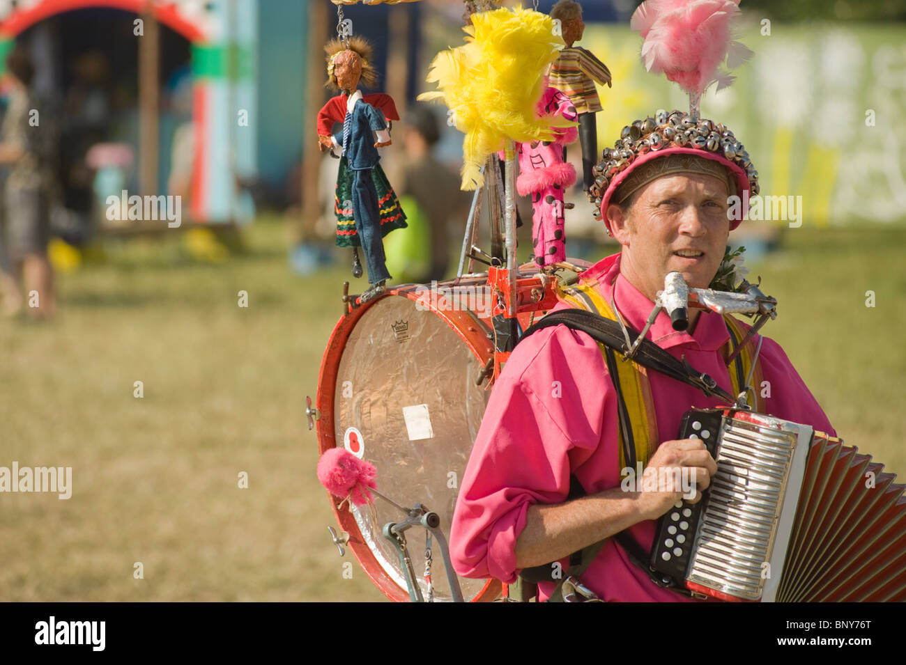 Glastonbury Festival, Pilton, Somerset, England, UK. Street entertainer in the Theater and Circus area of the festival. - Stock Image