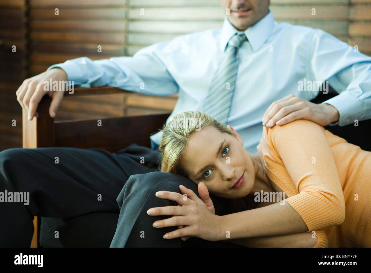 Woman resting her head on man's lap - Stock Image