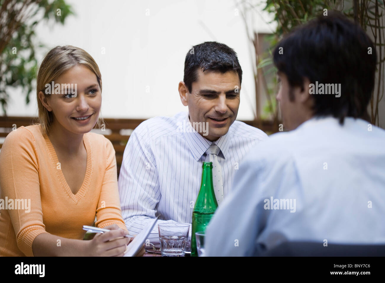 Business associates having casual meeting at cafe - Stock Image