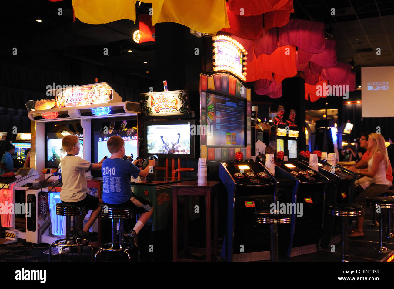People playing games at a video arcade in midtown Manhattan. - Stock Image