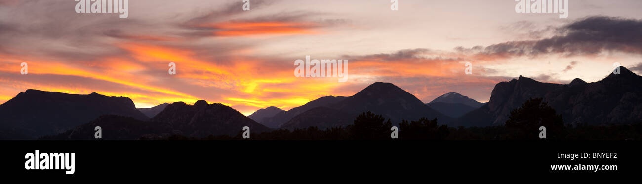 Sunset behind the Front Range (from Estes Park), Rocky Mountain National Park, Colorado, USA - Stock Image