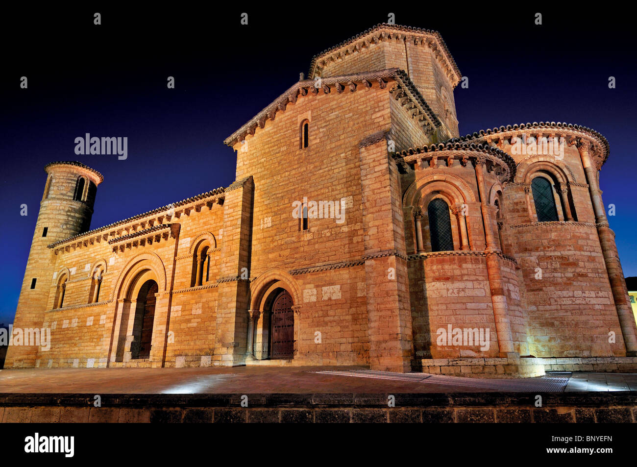 Spain, St. James Way: Iglesia San Martin in Fromista by night Stock Photo