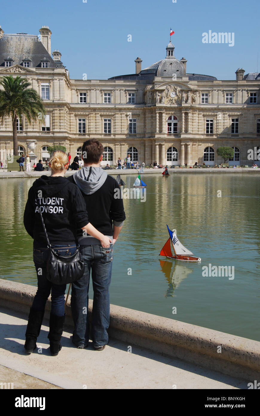 couple in Jardin du Luxembourg Paris France - Stock Image