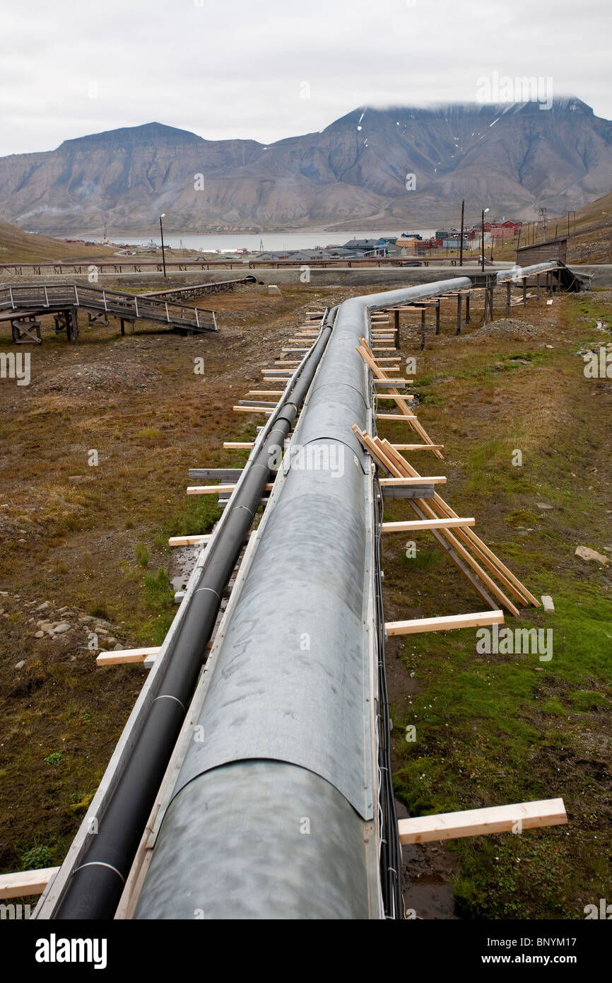 Utility pipes on raised covered platforms running above the ground at Longyearbyen, Svalbard, Norway. Photo:Jeff - Stock Image