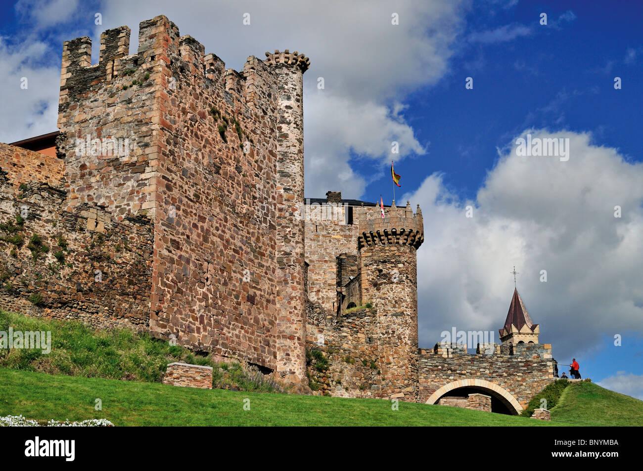 Spain, St. James Way: Templar Castle in Ponferrada - Stock Image