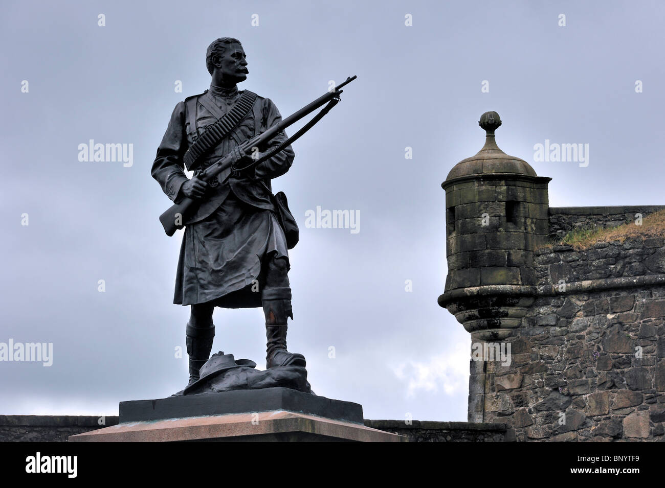 Statue of Argyll and Sutherland Highlander soldier from the Boer War at Stirling Castle, Scotland, UK - Stock Image