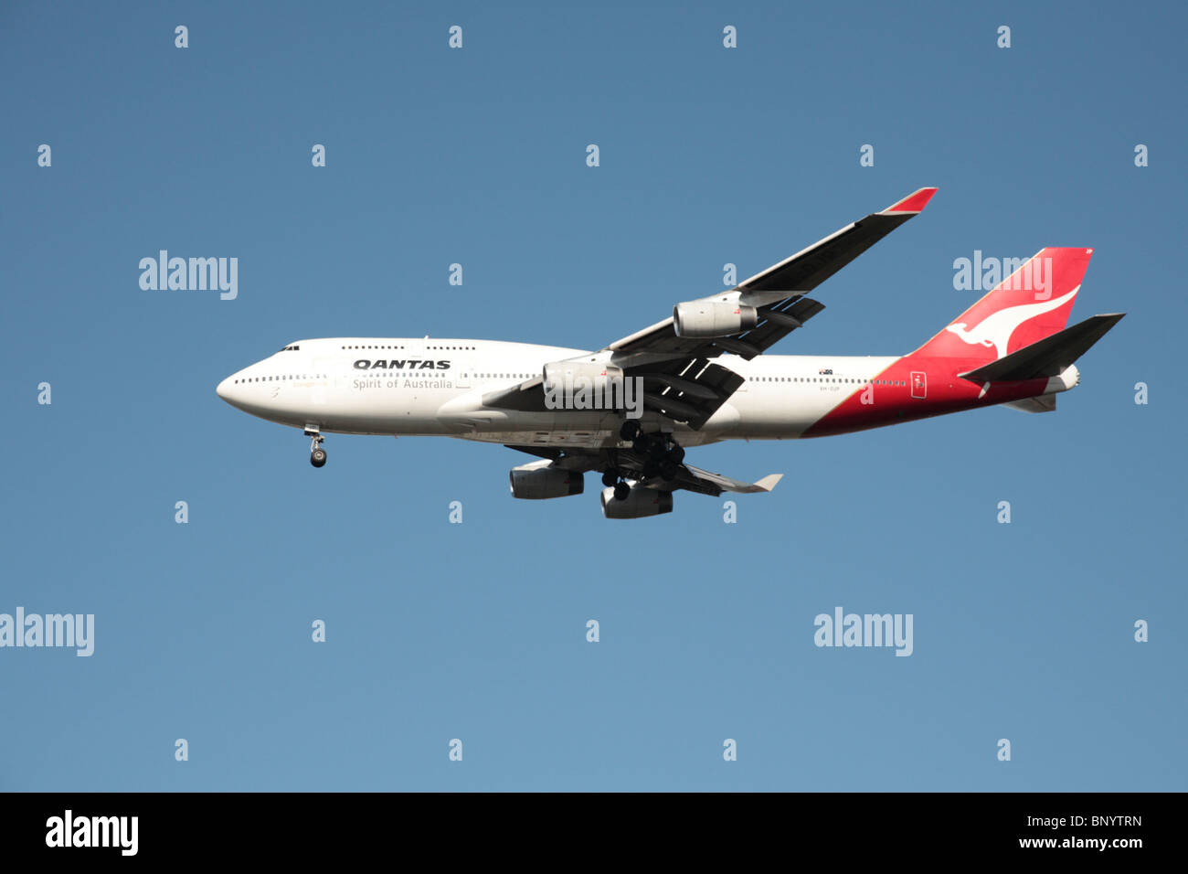 QANTAS Boeing 747-438 on final approach to Heathrow airport - Stock Image