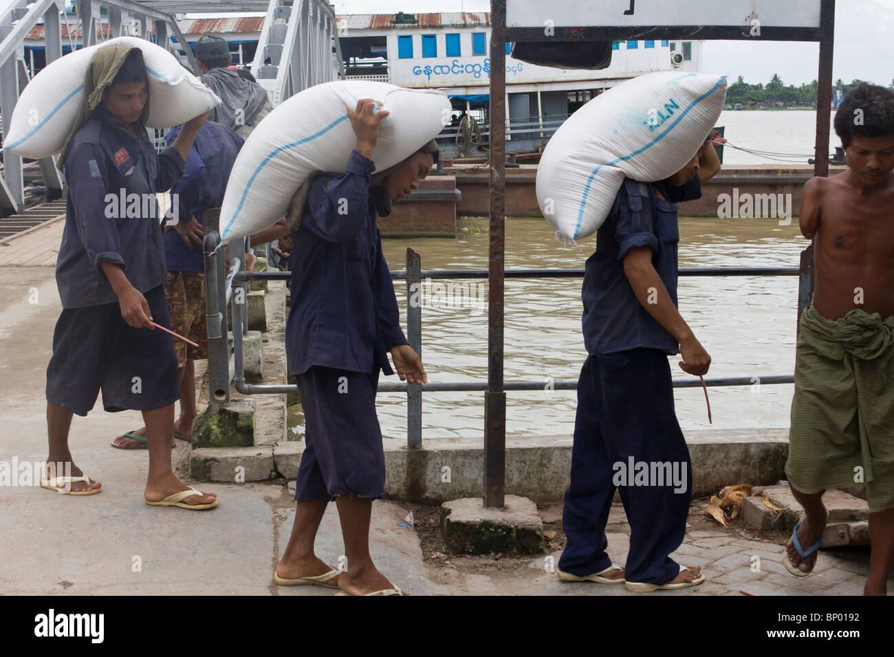 manual labourers carying sacks, Yangon docks, Myanmar - Stock Image
