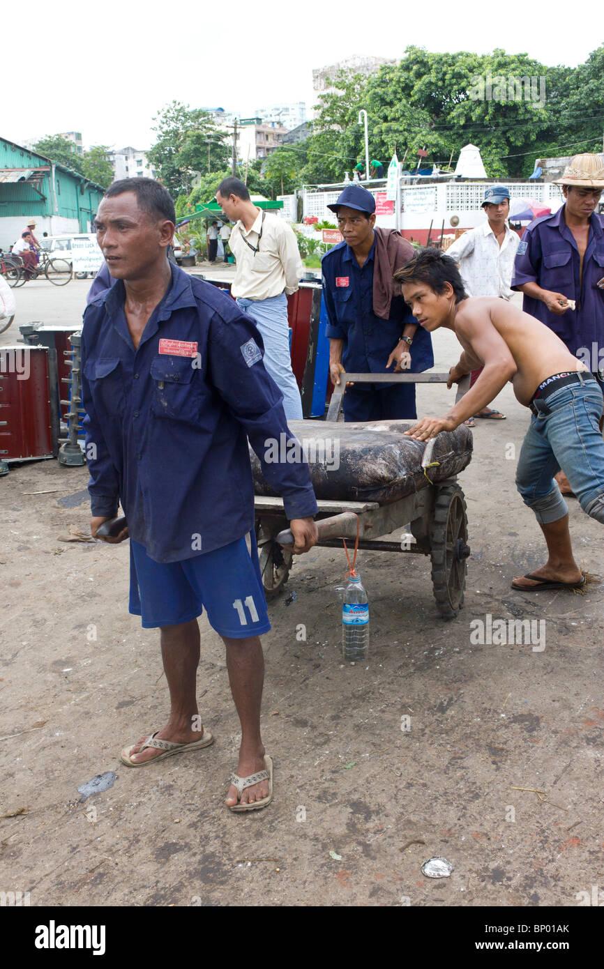 manual labourers pulling sacks of tea, Yangon docks, Myanmar - Stock Image