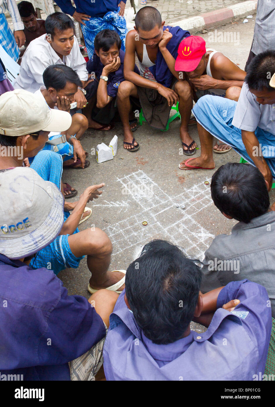 manual labourers playing gambling game, Yangon docks, Myanmar - Stock Image