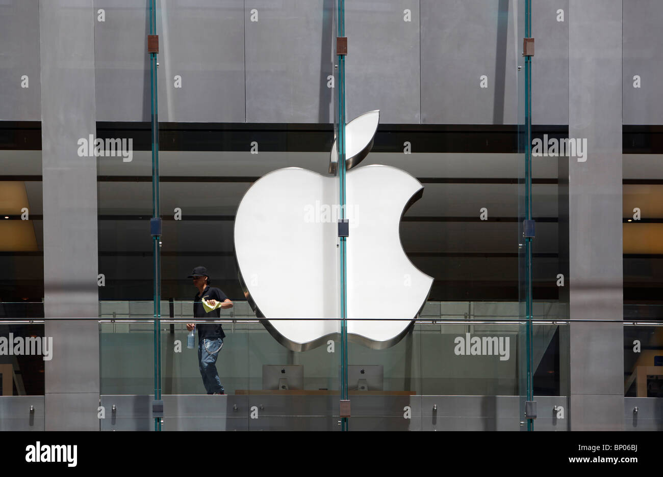 Man polishing the Apple store, Boston, Massachusetts Stock Photo