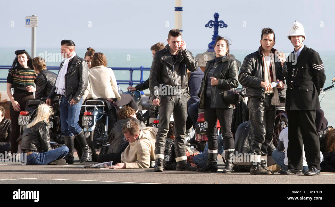 Film extras take a break during the filming of Brighton Rock in Eastbourne. Picture by James Boardman - Stock Image