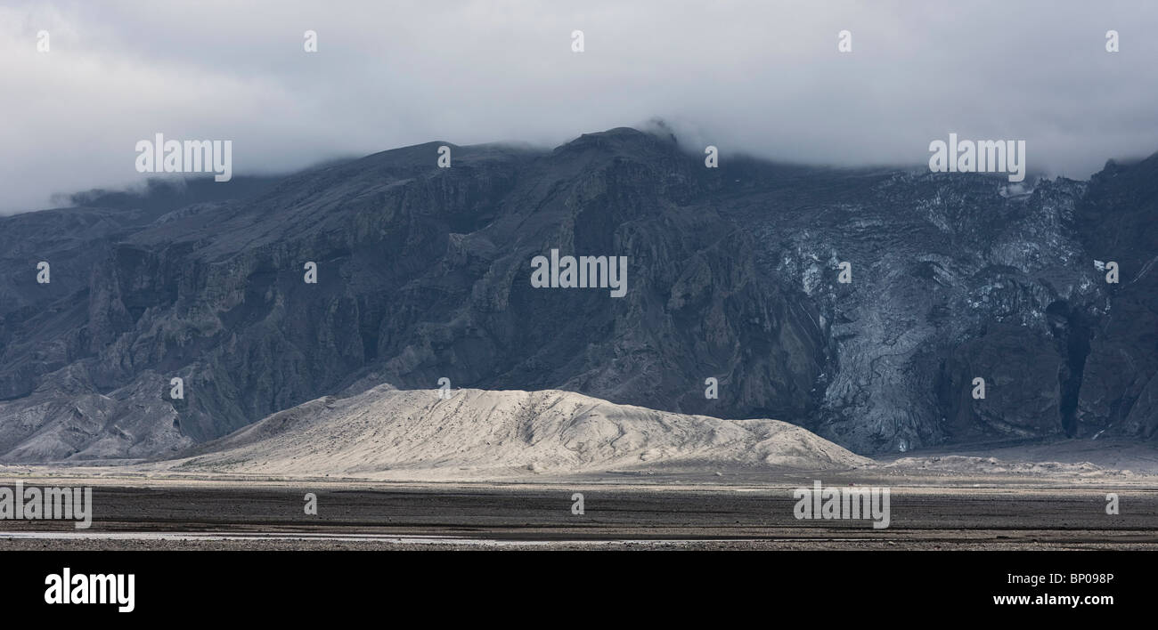 The glacier, Gigjokull in Eyjafjallajokull covered in volcanic ash, Iceland - Stock Image