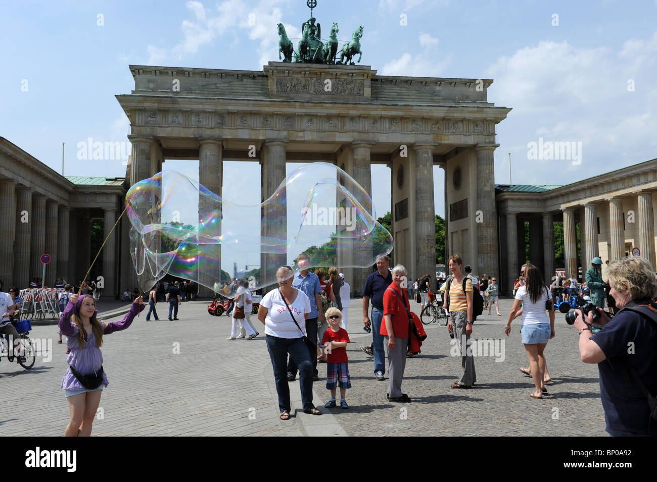 Street entertainer creating giant bubbles at Brandenburg Gate Berlin Germany Deutschland Europe - Stock Image