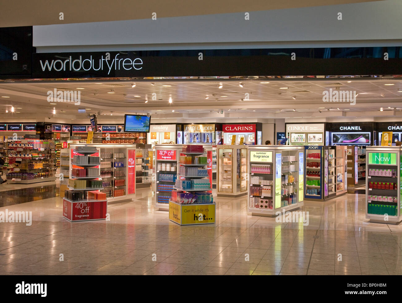 newest dbed0 54da5 World Duty-free shop at Edinburgh Airport in the very early morning before  the first customers have arrived.